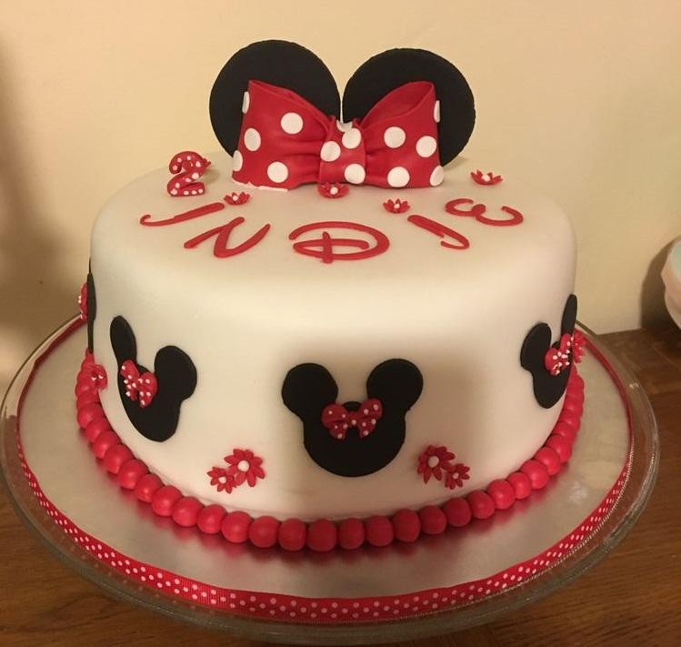 torta di compleanno a tema minnie