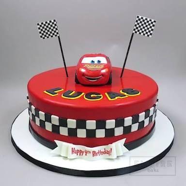 torta per festa di compleanno a tema Cars