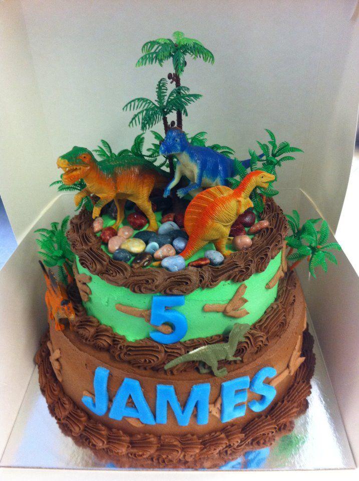 torta di compleanno a tema dinosauro