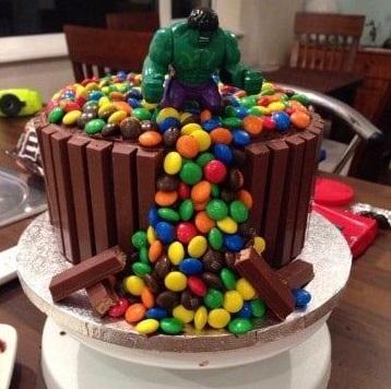 torta per festa di compleanno a tema Hulk